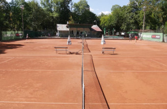 Нов клуб в София! Чисто нов балон, отворен за зимни тенис абонаменти!