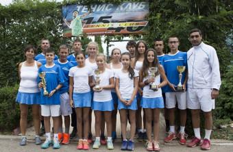 Представяме Ви Тенис клуб 15/40 - клубът създаващ шампиони!
